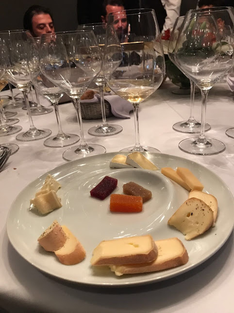 chef rouge assiette fromage