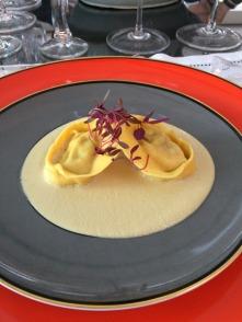 ravioli de lagostim com creme de foie gras